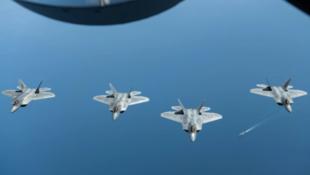 """美国空军F-22""""猛禽""""战斗机资料图片"""
