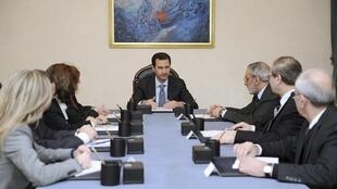 O presidente da Síria, Bashar al Assad, se reuniu com a delegação que representará as autoridades sírias na convenção de Genebra 2 para dar uma série de instruções, como preservar a soberania do país e rejeitar ingerências estrangeiras. 20/01/14.