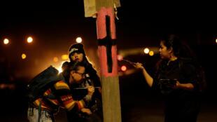 Mujeres durante una protesta en el Día Internacional de la Mujer por los asesinatos de mujeres en Ciudad Juarez, 8 de marzo.