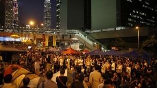 Hàng trăm sinh viên học sinh phong trào đấu tranh vẫn tiếp tục bám trụ tại trung tâm thành phố ngày 10/10/2014.