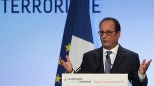 Em discurso nesta quinta-feira (8) na Fundação Jean Jaurès, o presidente François Hollande falou sobre o terrorismo islâmico e o extremismo de direita.