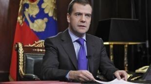 O presidente russo Medvedev incitou os eleitores a votarem por um parlamento estável durante pronunciamento na televiso nesta sexta-feira.