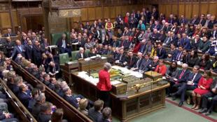 La Première ministre Theresay May s'exprime devant les Communes le 12 mars 2019, après le deuxième vote-rejet de l'accord de Brexit qu'elle négocie avec Bruxelles.