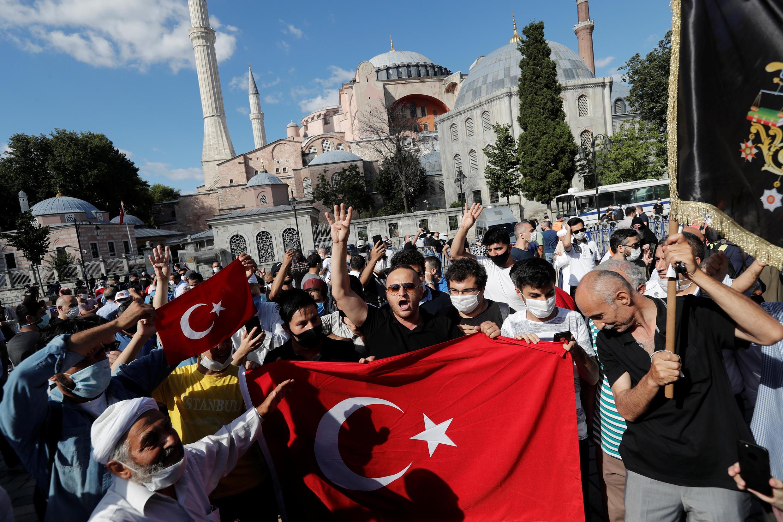 2020-07-10T143127Z_15546056_RC2EQH9W5RFK_RTRMADP_3_TURKEY-MUSEUM-REACTIONS