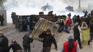Movimiento social: barricadas y enfrentamientos con la  Policía volvieron a registrarse la madrugada del 2 de marzo en la región de  Aysén, en la Patagonia chilena.