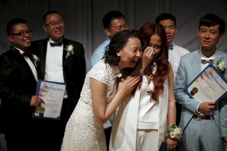 七對來自中國的同性戀情侶在美國加利福尼亞西好萊塢市舉辦婚禮