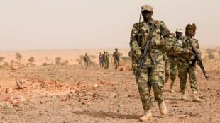 Sojojin kasar Chadi yayin atsaye a yankin Atar, dake Mauritania.