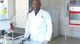 Le professeur Gaël Darren Maganga, maître de conférences CAMES en Microbiologie & Santé animale, co-responsable Unité Emergence des maladies virales du Centre interdisciplinaire de recherches médicales de Franceville (CIRMF), au Gabon.