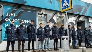 В сентябре «Офицеры России» заблокировали выставку Джока Стерджеса «Без смущения», поскольку та, по их мнению, пропагандировала педофилию.