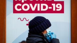 Основной причиной смерти в России в 2020 году ковид назван в почти 86 500 случаях. Самый высокий показатель смертности с COVID-19 за время пандемии зафиксирован в декабре — более 44400 умерших.