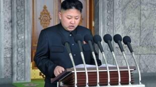Tân lãnh tụ Bắc Triều Tiên Kim Jong Un đọc diễn văn trước lễ diễu binh kỷ niệm 100 năm ngày sinh Kim Il Sung ngày 15/04/2012 tại Bình Nhưỡng.