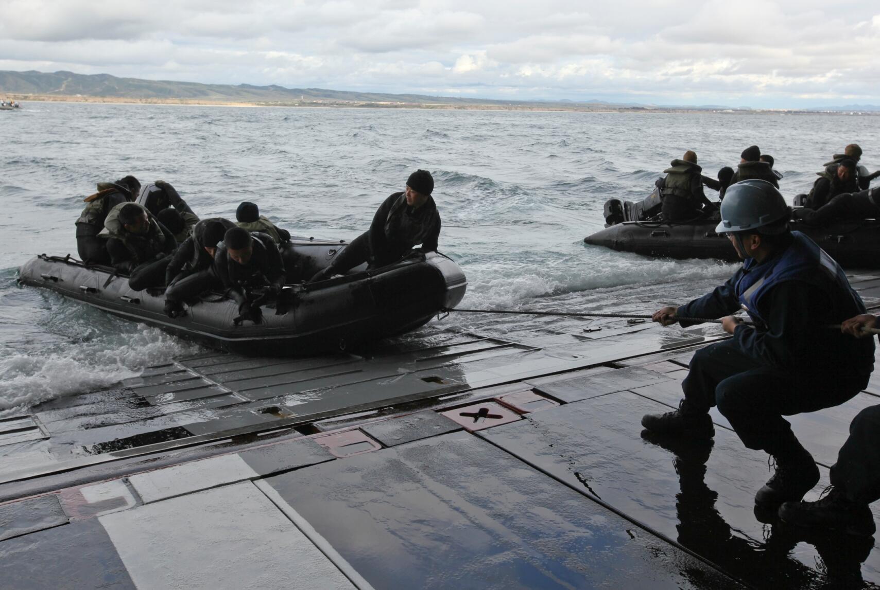 Đơn vị thủy quân lục chiến viễn chinh thứ 31 của Mỹ và quân đội Nhật Bản tập trận, 25/02/2011 ( www.marines.mil)