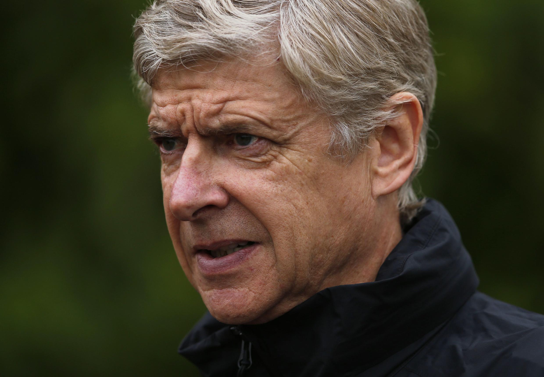 Kocha Mkuu wa Arsenal Arsene Wenger akanusha madai ya kuongezewa mkataba wa miaka miwili