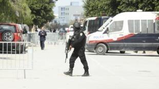 Polícia cerca museu do Bardo, em Túnis.