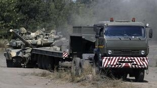 2014年8月23日在俄羅斯邊境附近 Rostov地區集結的裝甲車.