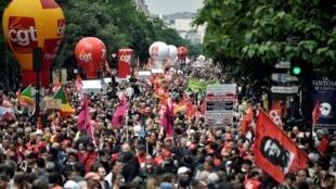 Em Paris, manifestação contra a reforma da lei trabalhista reuniu 55 mil pessoas, segundo os sindicatos.