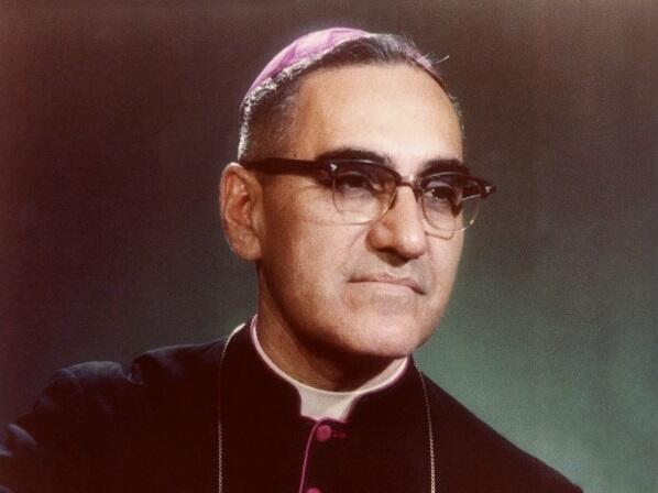 Una fotografía en vida de Monseñor Romero en el Arzobispado de San Salvador