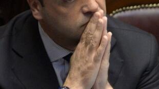 Le ministre de l'Interieur, Angelino Alfano, doit rendre des comptes au Sénat, vendredi 19 juillet, concernant des expulsions illégales.