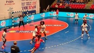 A Selecção Angolana, com Cristina Branco na baliza, apenas sofreu 14 golos frente à Tunísia.