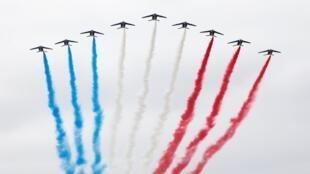 La Patrouille de France dans le ciel parisien, le 14 juillet 2019.
