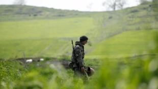 Армянский солдат в Нагорном Карабахе, 8 апреля 2016 г.