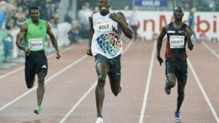 O corredor jamaicano Usain Bolt (no centro).