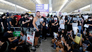 Người biểu tình Hồng Kông tọa kháng ở sân bay quốc tế Hồng Kông, ngày 12/08/2019.