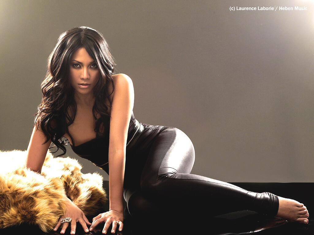 "Певица Анггун - претендентка от Франции на победу на конкурсе ""Евровидение-2012"""