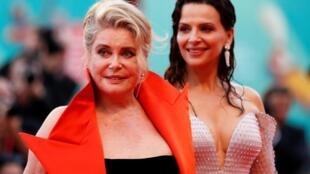 Катрин Денев и Жюльетт Бинош на красной дорожке Венецианского кинофестиваля, 28 августа 2019