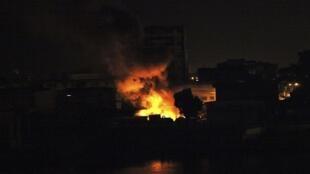 Пожар после взрыва в Абиджане в жилом районе Трейчвилль
