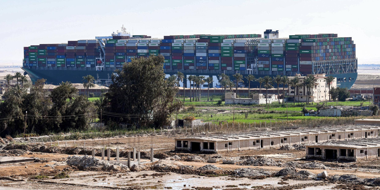 Le porte-conteneurs Ever Given sur le canal de Suez le 29 mars 2021.