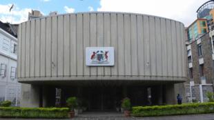 Makao makuu ya Bunge, Port-Louis, Mauritius, nchi ambayo inastumiwa kutumiwa na makampuni mbalimbali na watu binafsi kwa kukwepa kulipa kodi..