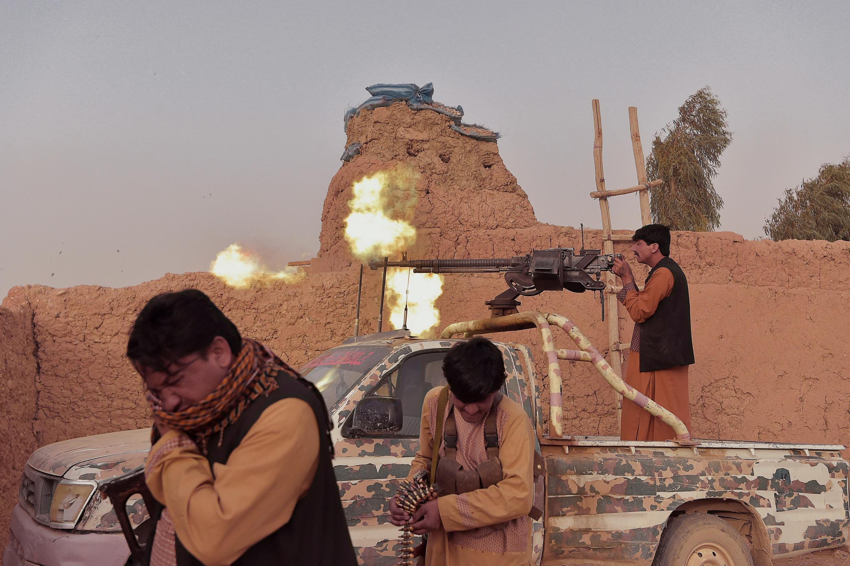 در دو روز گذشته، طالبان ۱۳ ولسوالی (شهرستان) را در بخشهایی از افغانستان تصرف کردند و تا دروازههای شهر مزارشریف ولایت بلخ که بزرگترین شهر در شمال افغانستان است، پیشروی کردند.