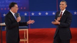 Barack Obama na  Mitt Romney, wakati wa mdahalo wa pili uliofanyika Hempstead, octoba 16, 2012.