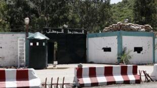 L'attentat perpétré à 60 km à l'est d'Alger, dans la commune d'Ammal, visait une unité d'intervention de la gendarmerie nationale.