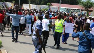 Manifestation dans les rues de Bujumbura, le 18 février 2017. Depuis deux ans, le pays traverse une crise politique majeure.