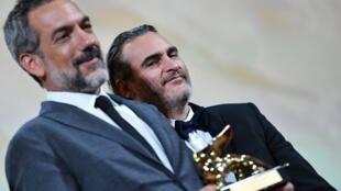 Le réalisateur américain Todd Phillips, ici aux côtés de son comédien fétiche Joaquin Phoenix, a reçu le Lion d'or de cette 76e Mostra pour son film «Joker», le 7 septembre 2019.