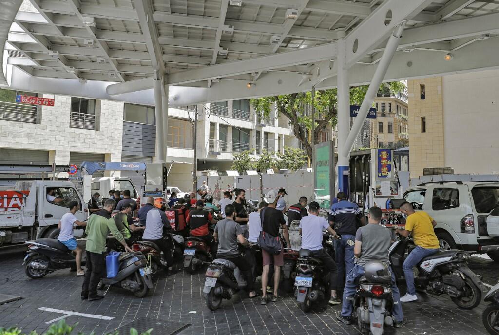 Des files d'attente devant les stations-service de beyrouth