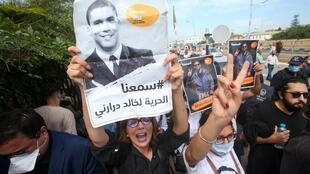 Un rassemblement de soutien du journaliste Khaled Drareni devant la cour d'Alger, le 15 septembre 2020.