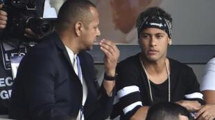"""Neymar da Silva Santos, pai da estrela da seleção brasileira, Neymar Jr : """"pai, empregado, agente e amigo""""."""