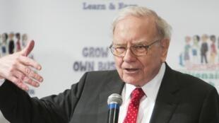 Warren Buffett prenant la parole lors de son défi «Développez votre entreprise» du Club Secret de Millionaires à Omaha, Nebraska, États-Unis, le 18 mai 2015.