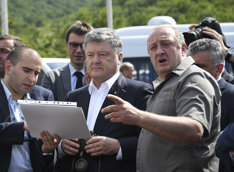 Президенты Украины и Грузии на административной границе между Грузией и Южной Осетией в селе Одзиси