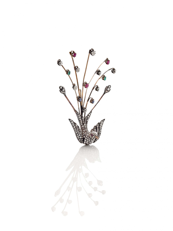 Брошь «Павлин», XIX в. Бриллианты, рубины, сапфиры, изумруды, золото, серебро.