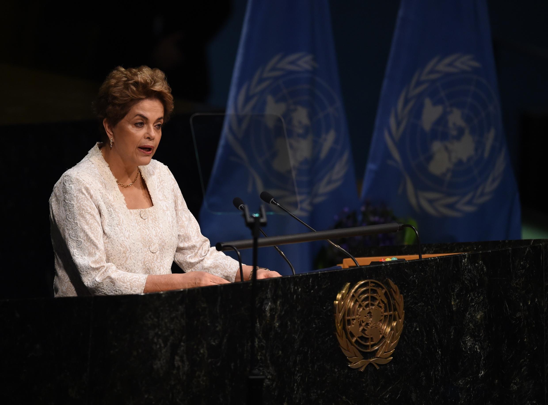 La présidente du Brésil lors de son intervention à l'ONU lors de la signature de l'accord de Paris sur le Climat, aux Nations unies, à New York, le 22 avril 2016.