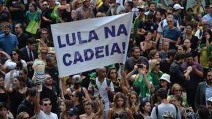 Manifestação contra a nomeação de Lula na chefia da Casa Civil, em São Paulo, no 17 de Março.