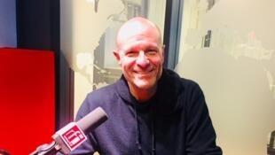 L'écrivain Pierre Simenon en studio à RFI (avril 2019).