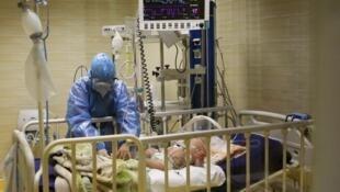 آمار ابتلای کودکان به ویروس کرونا در جهرم افزایش یافته و استان لرستان و استانهای گرمسیر کشور همچون خوزستان و سیستان و بلوچستان، در وضعیت بحرانی کرونا به سر می برند.