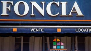 Une photo prise le 1er octobre 2014. La ville du nord de Lille montre la façade d'une agence immobilière Foncia.