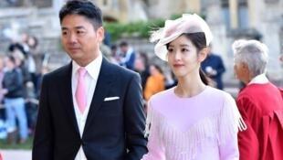 刘强东夫妇早先在性侵丑闻后参加英国皇室婚礼资料图片