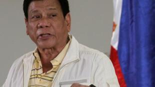 Tổng thống Philippines Rodrigo Duterte trả lời báo chí ở Davao ngày 05/09/2016 trước khi lên đường dự thượng đỉnh ASEAN tại Lào.